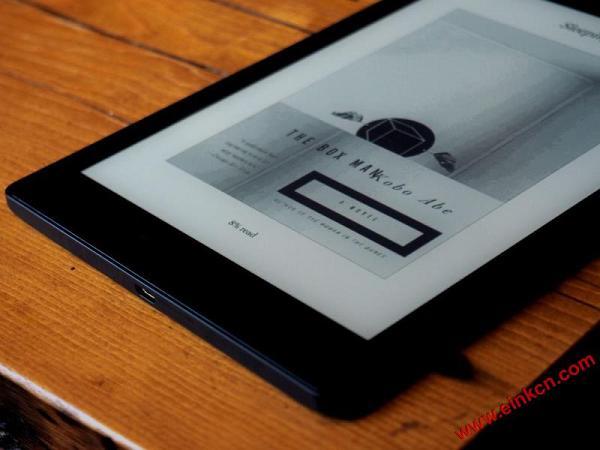 Kobo goes big with its 7.8-inch Aura One e-reader 电子墨水阅读器 第2张