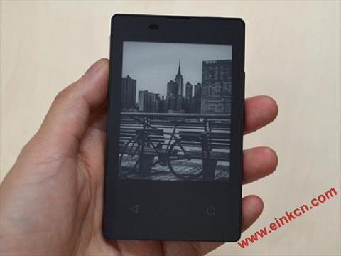 Docomo 推出以电子纸为屏幕的超轻薄手机 电子墨水屏手机 第3张