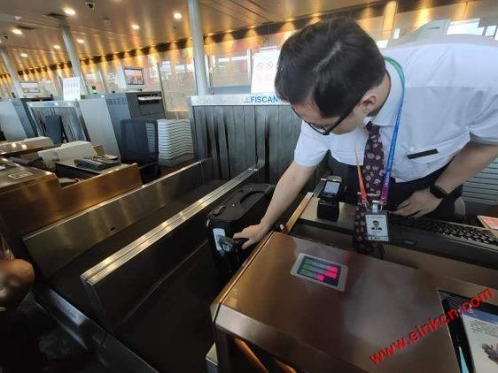 东航正式发放全球首张无源型永久电子行李牌!先在京沪航线试用 智能标签 第2张