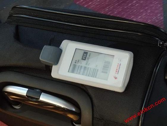 东航正式发放全球首张无源型永久电子行李牌!先在京沪航线试用 智能标签 第4张