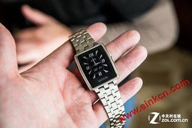 Pebble金属智能手表定位高端可穿戴市场