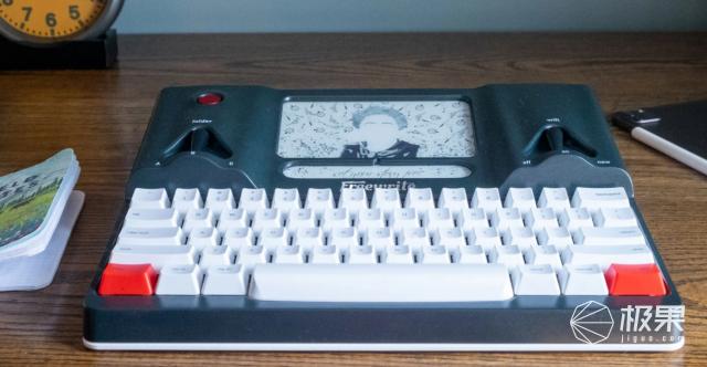 """智能""""码字神器""""来了!墨水屏+机械键盘,还能连wifi,上市就卖光 智能""""码字神器""""来了!墨水屏+机械键盘,还能连wifi,上市就卖光  电子墨水 电子纸 电子墨水屏 EINK 墨水屏 水墨屏 川奇光电 eink 元太科技 墨水屏打字机 电子纸打字机 电子纸码字神器 第5张"""