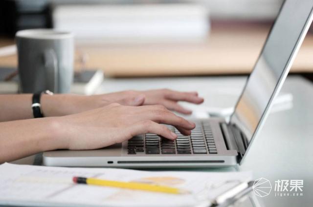 """智能""""码字神器""""来了!墨水屏+机械键盘,还能连wifi,上市就卖光 智能""""码字神器""""来了!墨水屏+机械键盘,还能连wifi,上市就卖光  电子墨水 电子纸 电子墨水屏 EINK 墨水屏 水墨屏 川奇光电 eink 元太科技 墨水屏打字机 电子纸打字机 电子纸码字神器 第2张"""